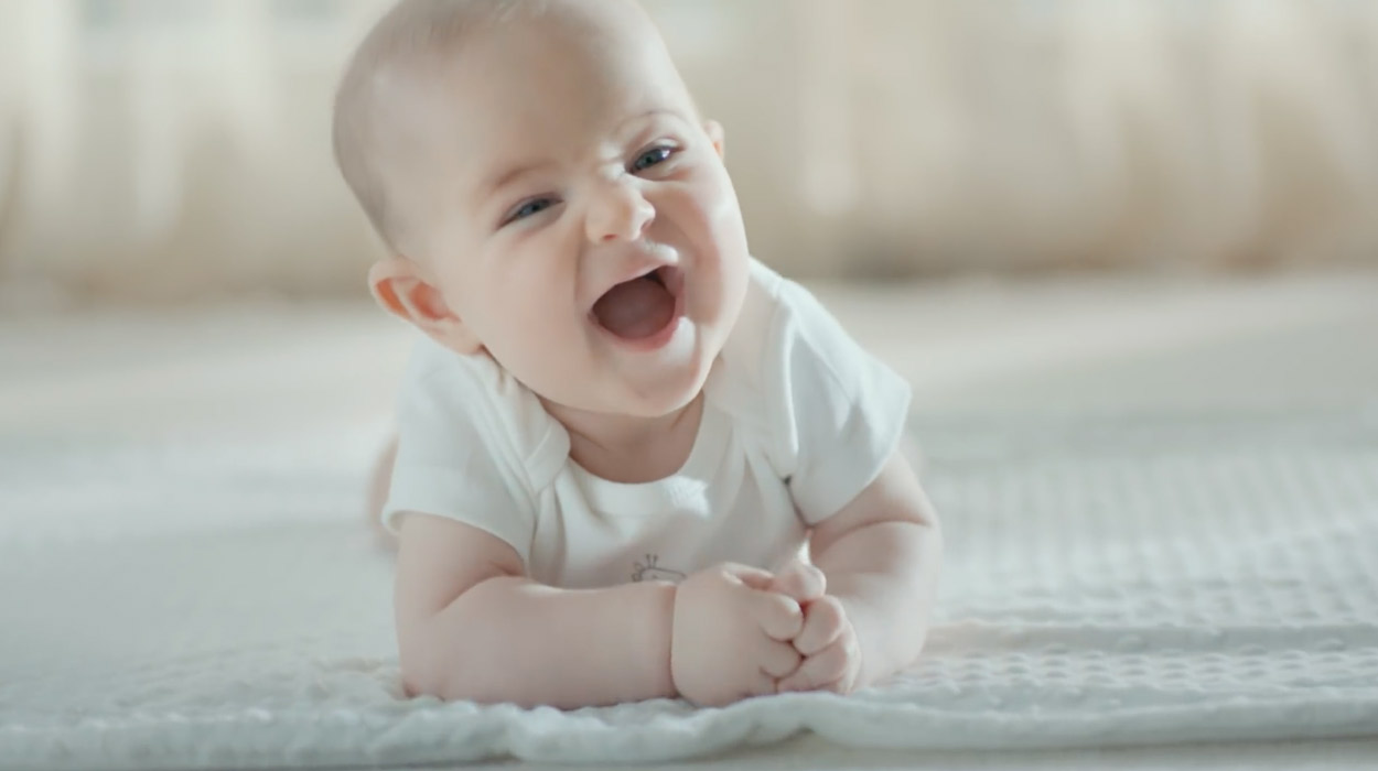 uni-baby-reklamı-türkiyenin-reklamları-reklamlar-reklam-ajansı-bebek-çocuk-
